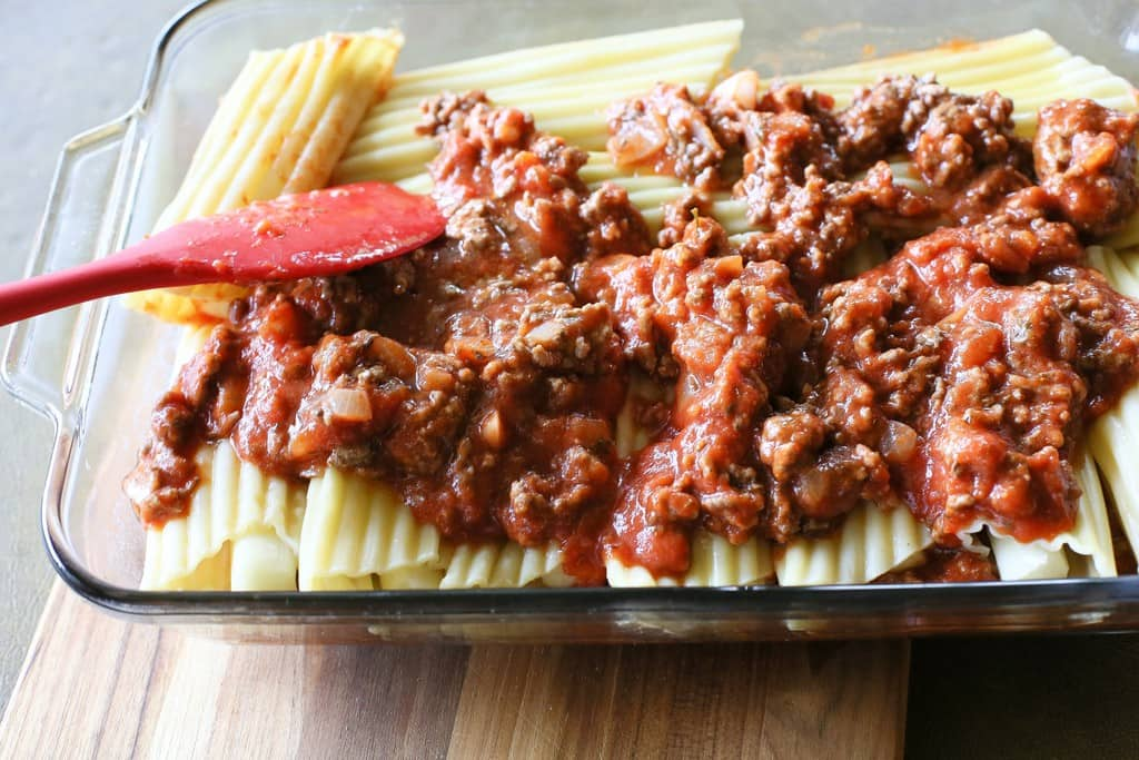 String Cheese Manicotti - Easy to stuff manicotti by using string cheese. Weeknight meals don't get easier than this. the-girl-who-ate-everything.com